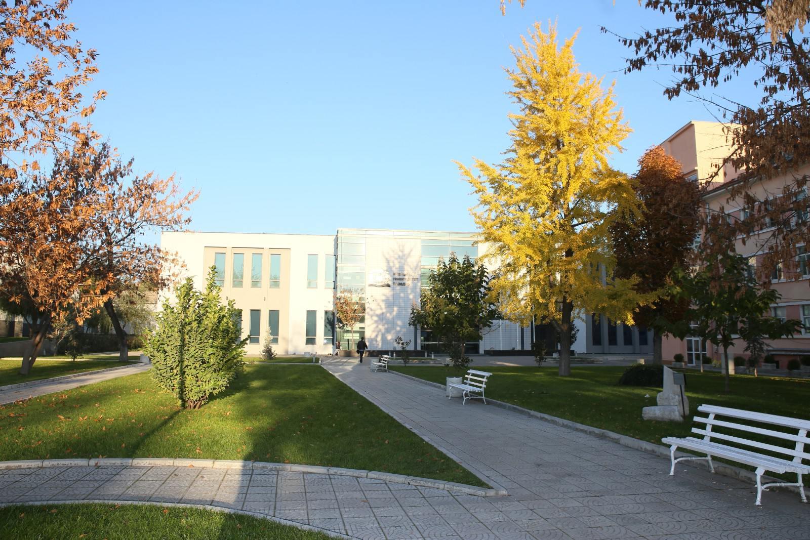 Парк пред Аудиторен комплекс, МУ - Пловдив